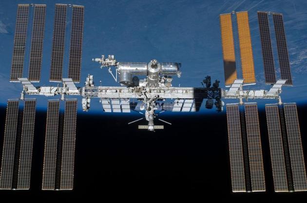 正在太空中运行的国际空间站
