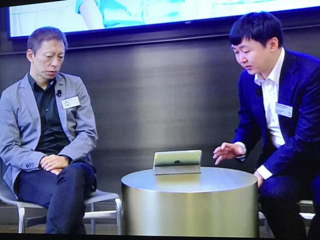 王小川和张朝阳一起接受新浪科技采访
