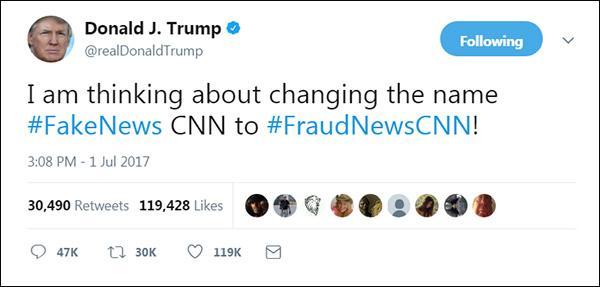 """美国总统特朗普在今年7月1日发布推特称,""""我在考虑将'假新闻CNN'的名字改成'欺诈新闻CNN'。"""""""