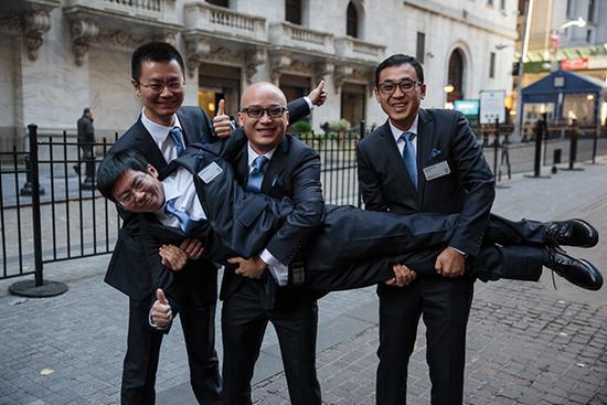 拍拍贷四位创始人(前排为顾少丰,后排左起李铁铮、张俊、胡宏辉)