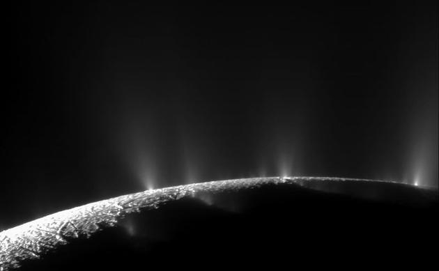 土卫二的羽状喷流
