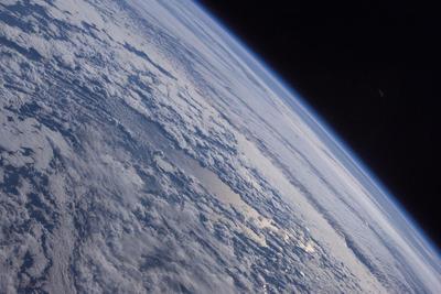 新型太空葬礼:死者骨灰散播同温层 冰冷太空中漂浮