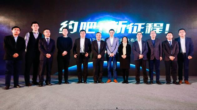 图注:(右三)百度智能驾驶事业群组总经理李震宇,(右六)蔚来汽车创始人李斌