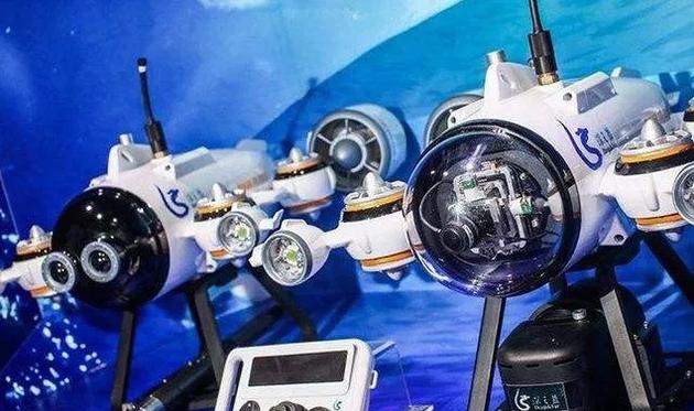 造機器人,天上飛的地上跑的已經很不容易,水裏遊的更難。
