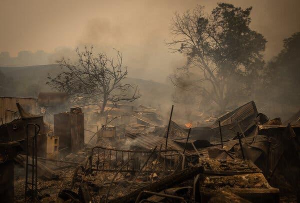 山火浓烟笼罩硅谷:加州进入紧急状态