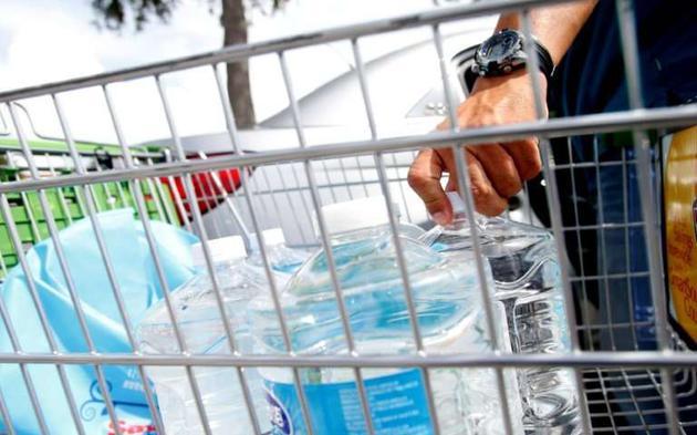 全球知名瓶装水品牌受塑料颗粒污染 或影响精子数量