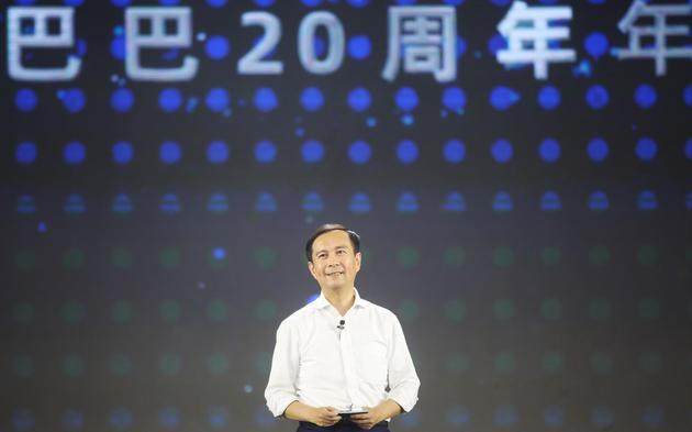 张勇在阿里20周年年会上演讲。 受访者供图