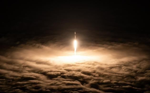 """SpaceX使用""""十手火箭""""成功发射51颗二代星链卫星"""