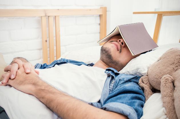 科学家很早就知道睡眠在学习过程中起着重要作用,但是睡觉时也能学习吗?