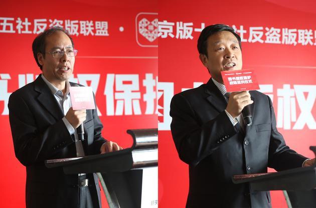 (圖片說明:人民教育出版社副社長王志剛(左),中國少年兒童新聞出版總社社長孫柱(右)在簽約儀式上講話。)