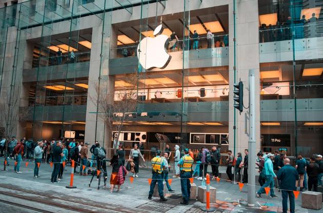 上午8點前,悉尼的蘋果專賣店門口