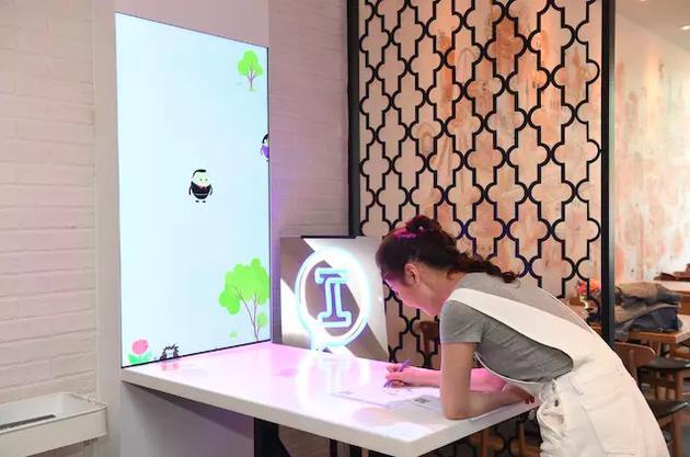 """""""奇妙涂鸦""""互动游戏 图/必胜客"""