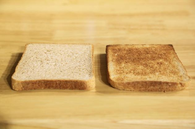 右侧为巴慕达蒸汽烤箱出炉吐司