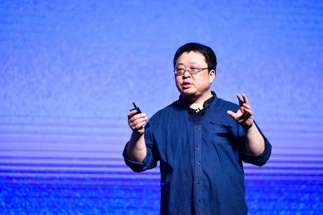 锤子CEO罗永浩