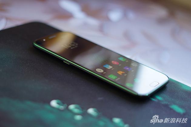 手機邊框CNC切割部分上了綠色
