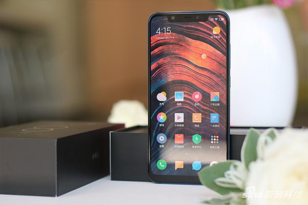 屏幕的R角给这手机增色不少