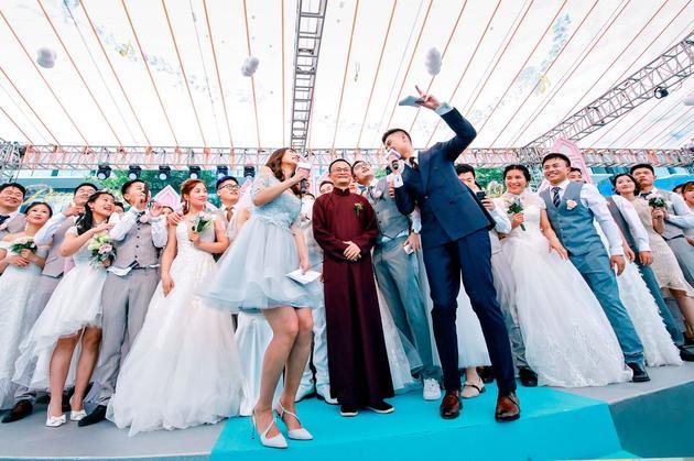 马云在员工集体婚礼上