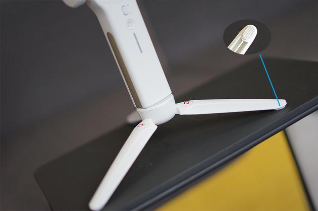 底部是可裝卸的支架,配有減震的膠墊