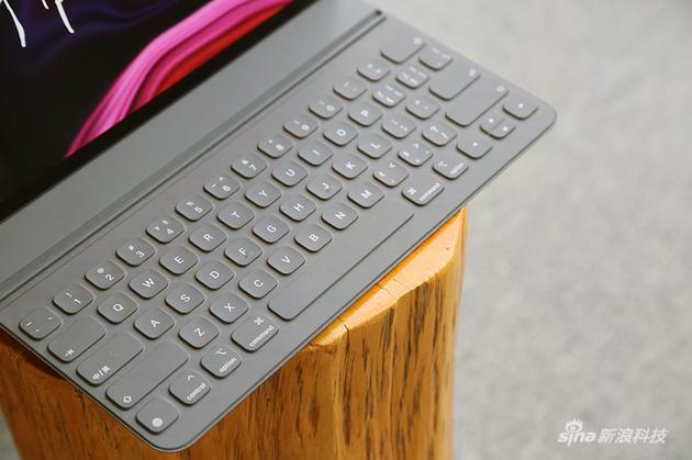 鍵盤沒有背光 但觸感稍微提升