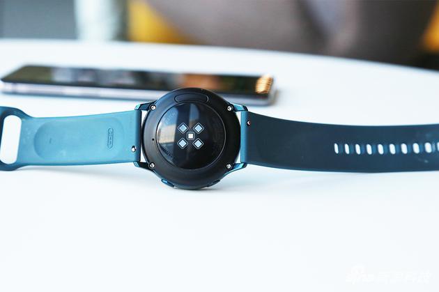Galaxy Watch Active背面采用光学传感器