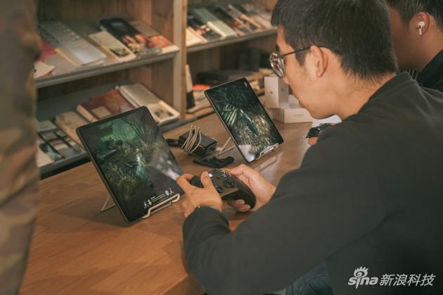 在iPad上试玩《帕斯卡契约》