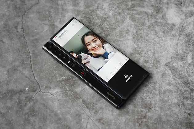 华为MateXs上手体验:折叠屏手机走向成熟