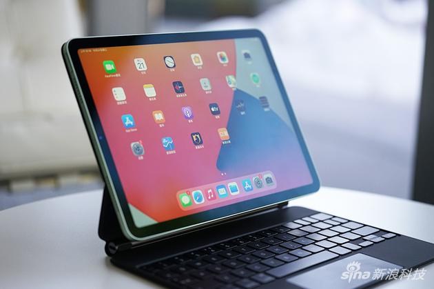 类似iPad Pro的直角边框和全面屏