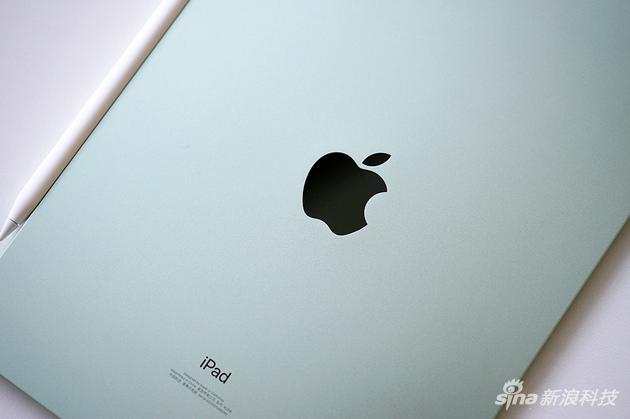 iPad Air背面是金属材质