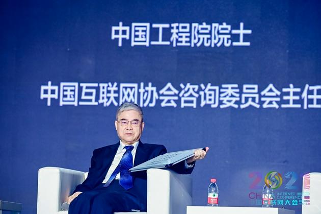 邬贺铨:互联网的发展是信息化和安全双轮驱动