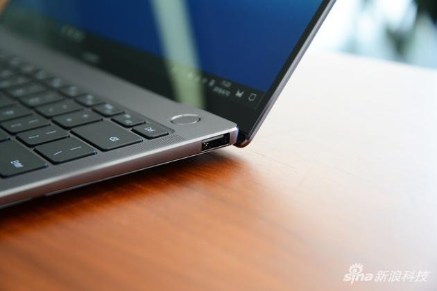 右侧一个USB-A接口