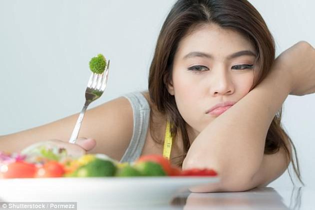 四分之一的成年人全部或大部分时间是一个人吃饭,这通常归结于他们的生活方式。