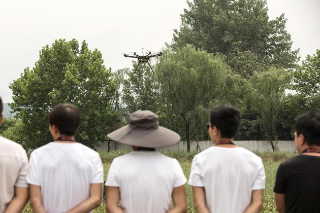 彭博社:中国科技企业研发无人机 规章制度有待完善