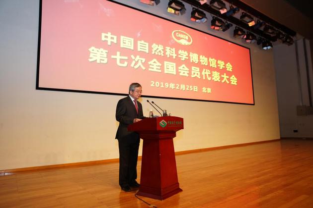中国青少年科技辅导员协会常务副理事长李晓亮代表全国学会致贺词。