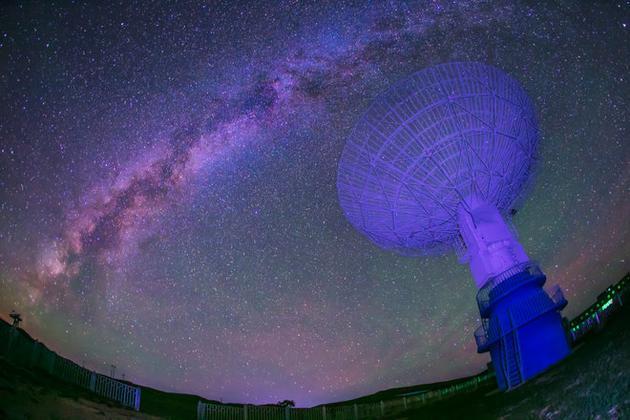 估计银河系质量的难点之一是,其大部分质量是由看不见的暗物质组成的。