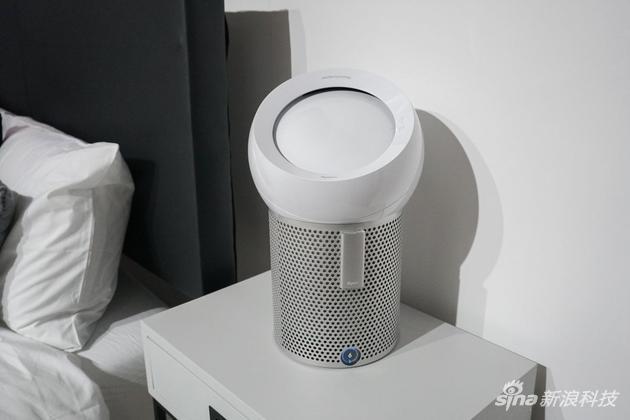 戴森同时发布了照明产品lightcycle以及pure cool me多功能风扇.图片