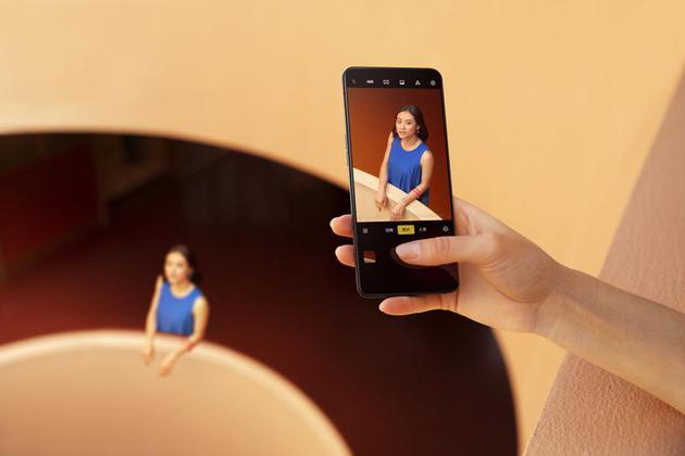 发力视频手机OPPOReno2正式亮相