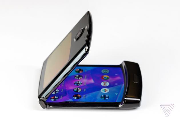 外媒评测摩托罗拉Razr:这部手机妥协了太多