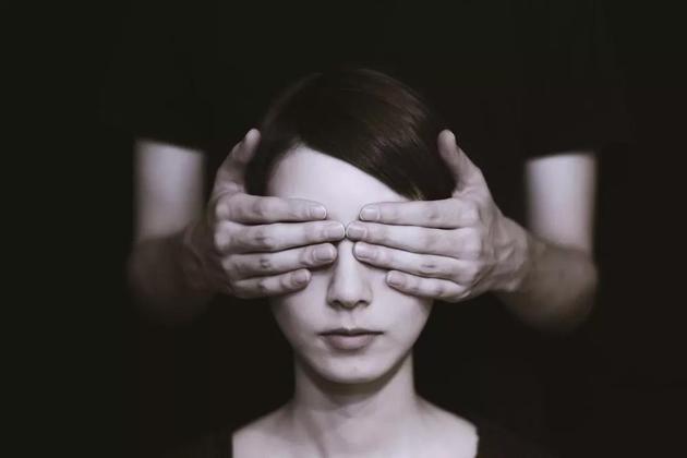 聋哑人默读文字,会像我们一样脑子里有个声音吗?
