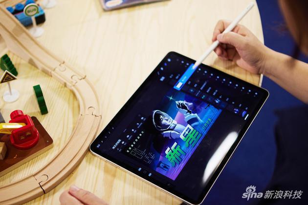 摩登5官网招商《曹斐:时代舞台》的背后:iPad Pro为艺术家实现更多设计可能