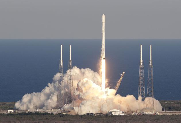 """今年4月18日,下一代系外行星搜寻望远镜TESS由SpaceX公司的一枚""""猎鹰-9号""""火箭发射升空"""