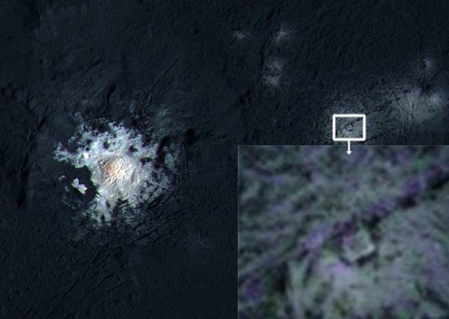 在矮行星谷神星的欧卡托陨石坑(Occator crater)中,似乎有一处奇怪的结构,像是三角形中套了一个正方形。