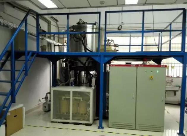 图3 中科院上海光机所研制的热交换法大尺寸钛宝石晶体生长设备