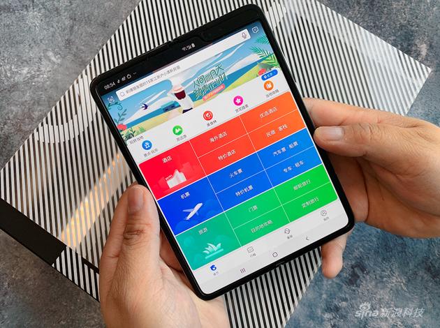 """娱乐平台客户端下载 - 用5G手机采集新年心愿""""愿望采集官""""现身5号线"""