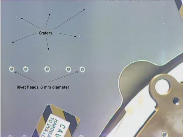 近期Canadarm2机械臂相机完成了对空间站外层结构的两次扫描,发现了数百个小凹痕,大部分凹痕直径小于1毫米,但让调查人员担忧的是部分碰撞体直径至少1厘米,可能会对空间站构成破坏。
