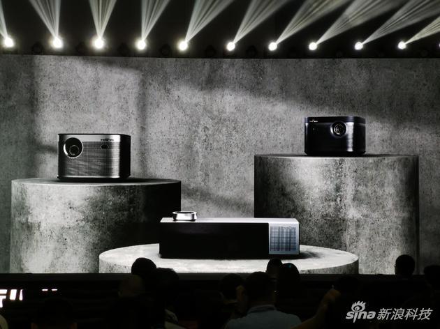 极米推出三款智能投影:高配版支持4K画质和光学变焦