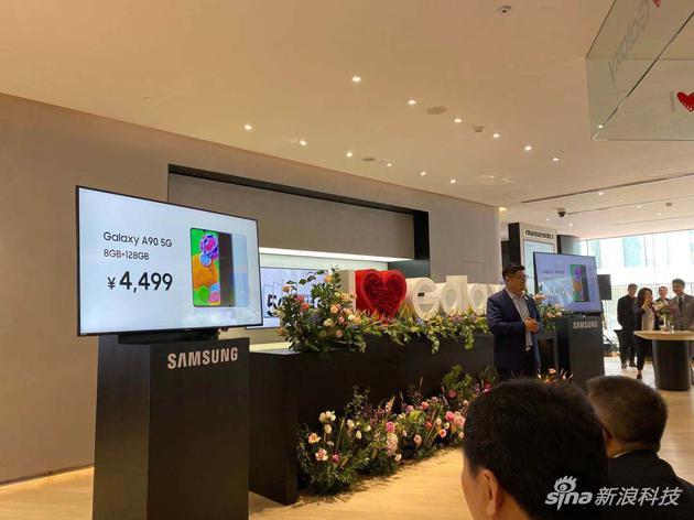 三星在上海开设中国最大旗舰店还发布了A905G手机
