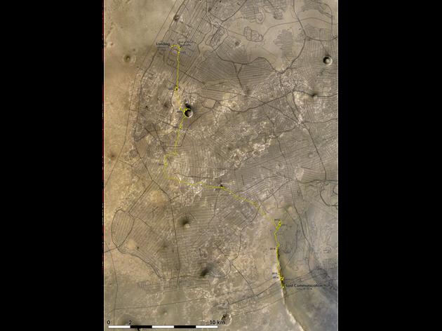 """在勇氣號登陸三週後,其""""孿生兄弟""""機遇號在火星的另一邊着陸,並在這個新世界創造了一項至今未被打破的長距離駕駛記錄"""