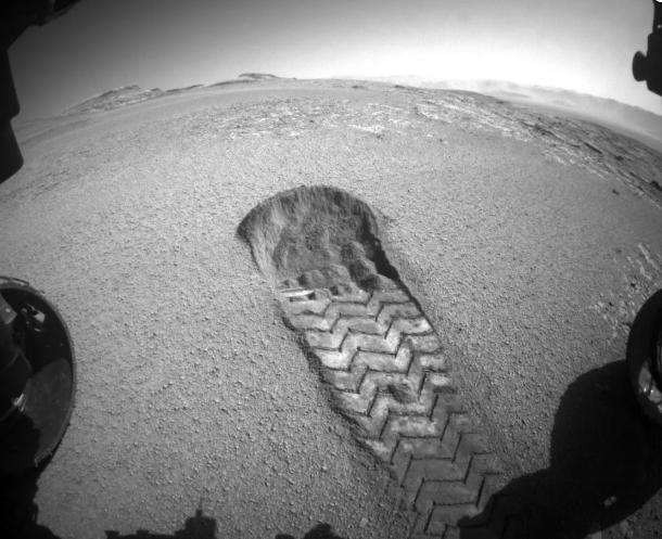 NASA好奇号火星车在红色星球上留