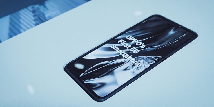 OPPO详解10倍光学变焦技术 展示首款5G手机