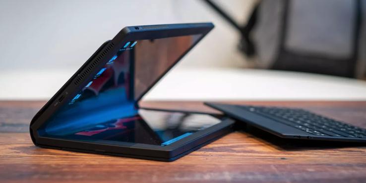 首款折叠屏电脑ThinkPad X1 Fold初上手:小机身有大空间